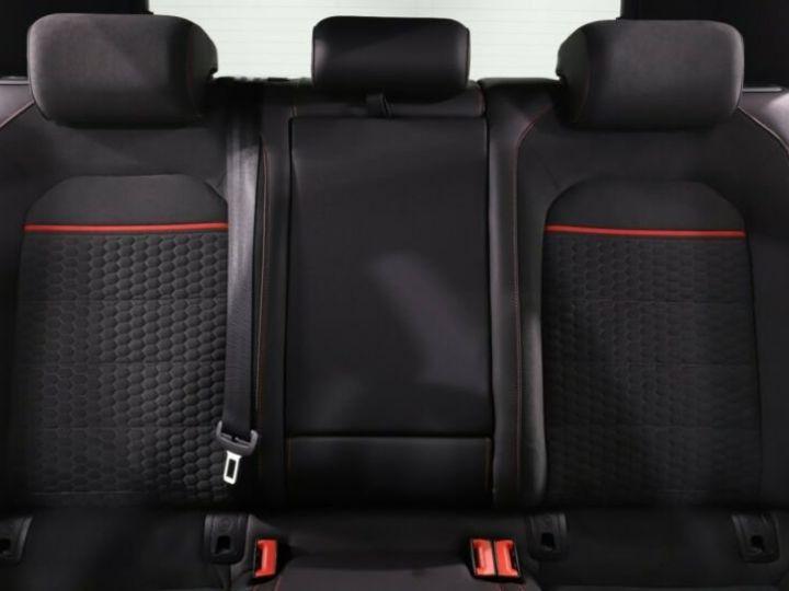 Volkswagen Golf GTI Blanc et rouge - 7