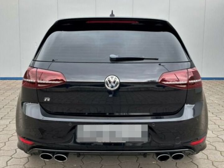 Volkswagen Golf R  - 8