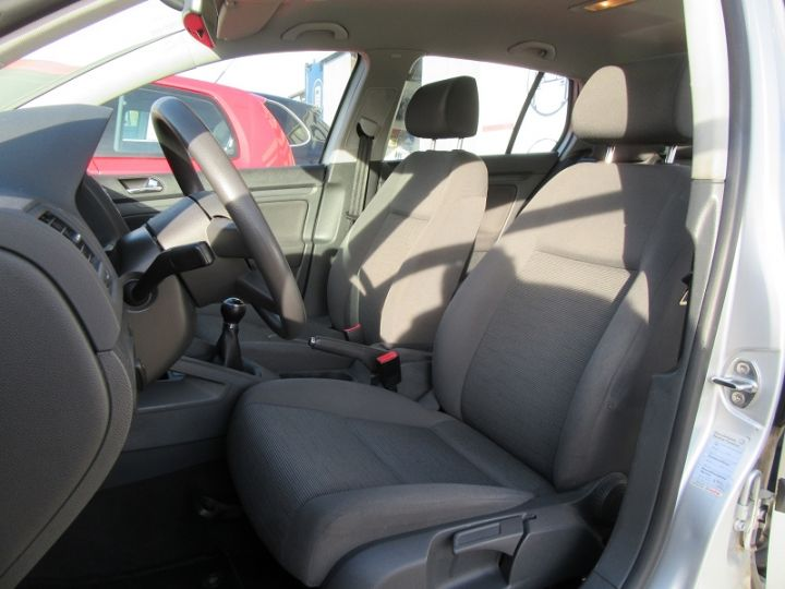 Volkswagen Golf V 1.6 102CH TREND 5P Gris Clair Occasion - 4
