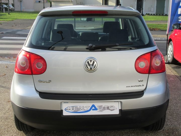Volkswagen Golf V 1.6 102CH TREND 5P Gris Clair Occasion - 7