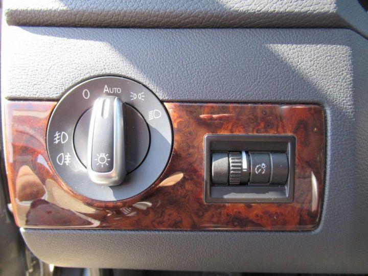 Volkswagen Multivan 2.0 TDI 180CH BLUEMOTION TECHNOLOGY HIGHLINE Gris - 17