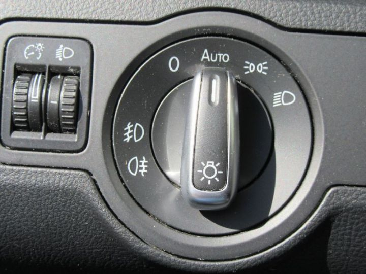Volkswagen Passat 1.6 TDI 105CH BLUEMOTION TECHNOLOGY FAP BLUEMOTION BUSINESS GRIS FONCE Occasion - 13