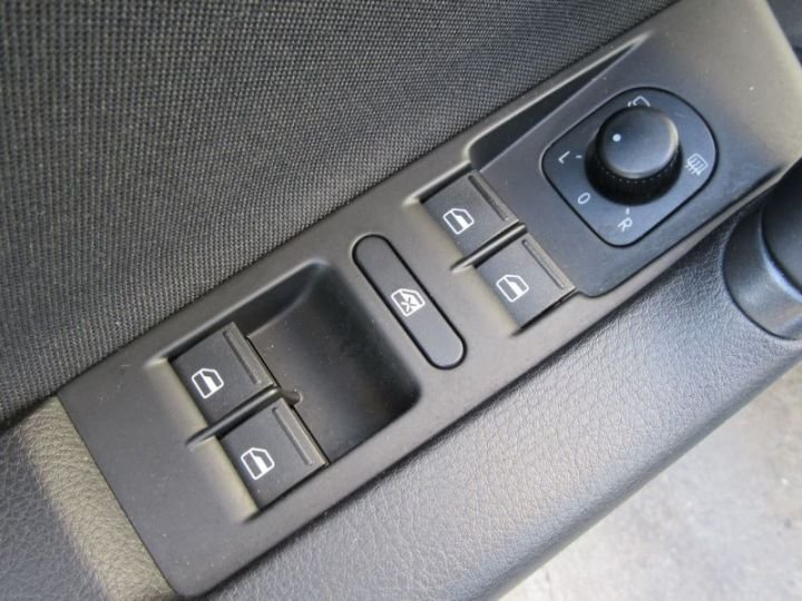 Volkswagen Passat 1.6 TDI 105CH BLUEMOTION TECHNOLOGY FAP BLUEMOTION BUSINESS GRIS FONCE Occasion - 15