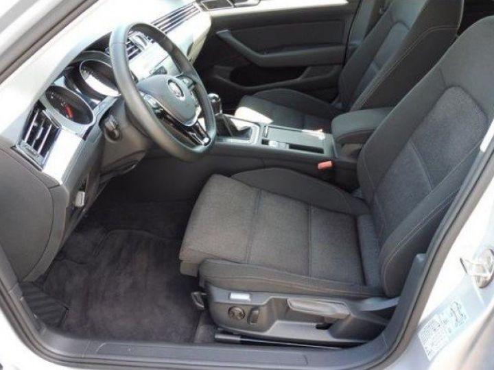 Volkswagen Passat Confortline 2.0 TDI 150 (04/2016) gris métal - 6
