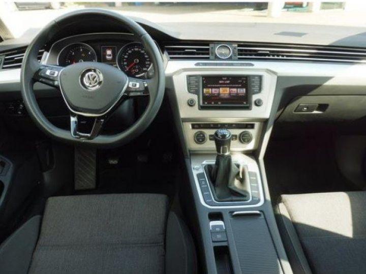 Volkswagen Passat Confortline 2.0 TDI 150 (04/2016) gris métal - 9