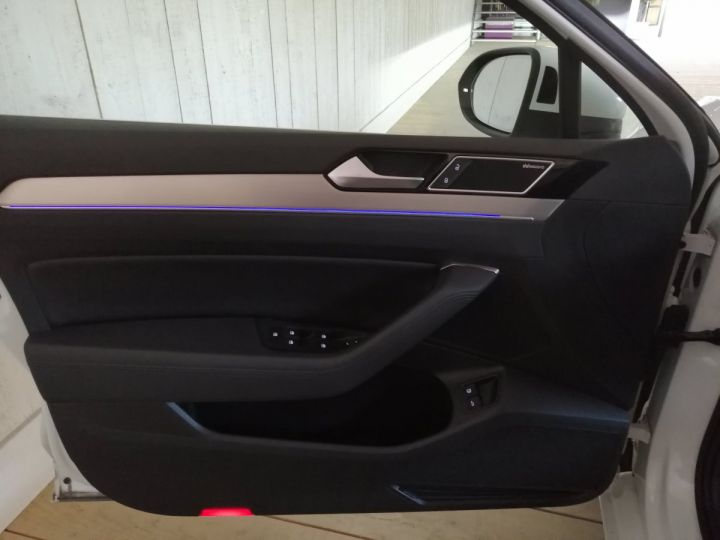 Volkswagen Passat SW 1.4 TSI 218 CV GTE DSG Blanc - 9