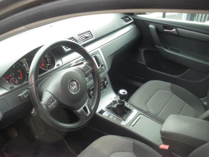 Volkswagen Passat TDI 140 CV CONFORTLINE gris - 3