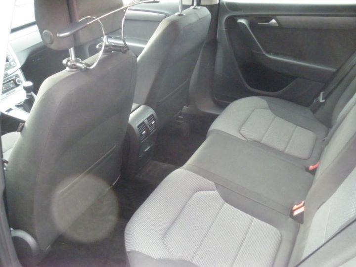Volkswagen Passat TDI 140 CV CONFORTLINE gris - 4