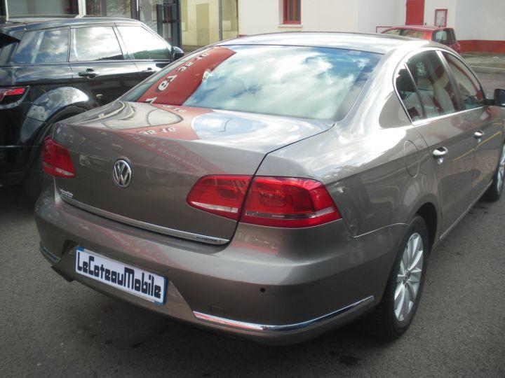 Volkswagen Passat TDI 140 CV CONFORTLINE gris - 5