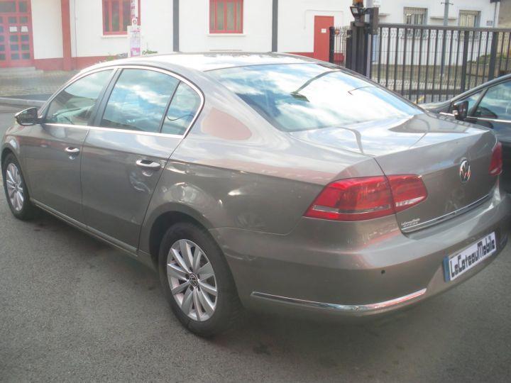 Volkswagen Passat TDI 140 CV CONFORTLINE gris - 6