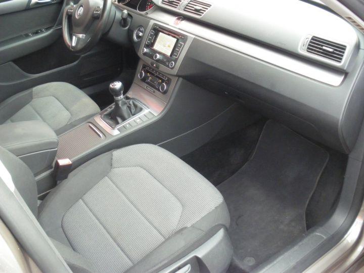 Volkswagen Passat TDI 140 CV CONFORTLINE gris - 8
