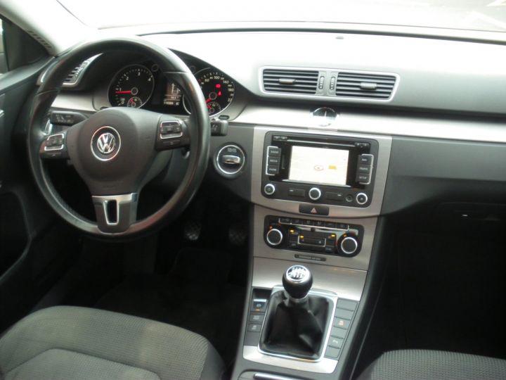 Volkswagen Passat TDI 140 CV CONFORTLINE gris - 9