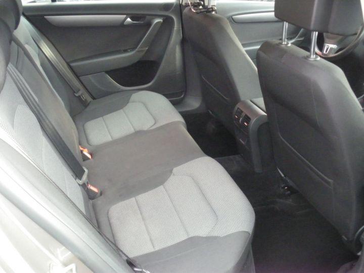 Volkswagen Passat TDI 140 CV CONFORTLINE gris - 10