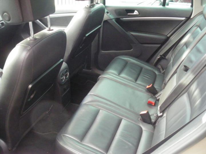 Volkswagen Tiguan 2 LITRES TDI 140 CV CARAT 4 MOTION DSG gris - 4