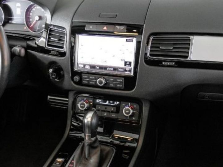 Volkswagen Touareg 3.0 V6 TDI 245CH BLUEMOTION EDITION R LINE 4MOTION TIPTRONIC BLANC Occasion - 10