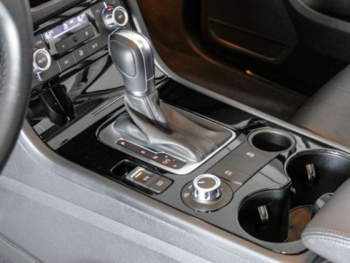 Volkswagen Touareg 3.0 V6 TDI 245CH BLUEMOTION EDITION R LINE 4MOTION TIPTRONIC BLANC Occasion - 11
