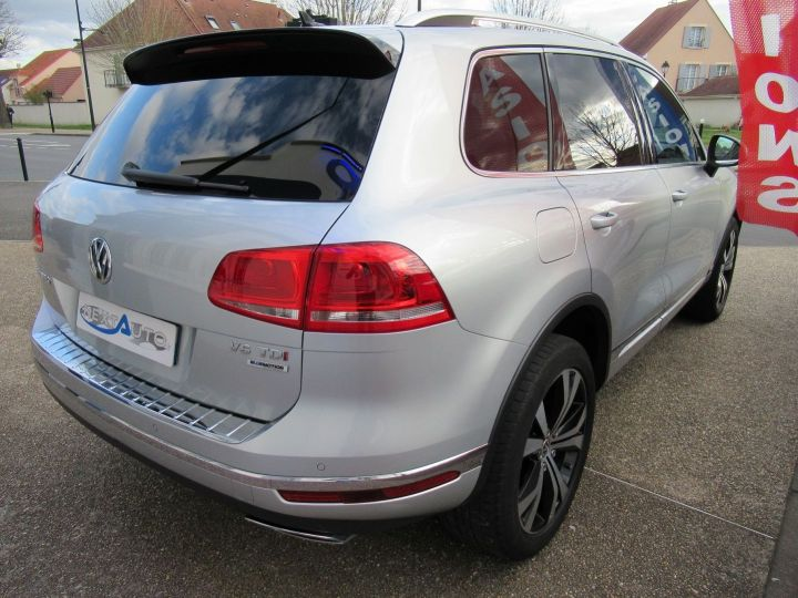 Volkswagen Touareg 3.0 V6 TDI 262CH BLUEMOTION TECHNOLOGY CARAT 4MOTION TIPTRONIC Gris Clair - 10