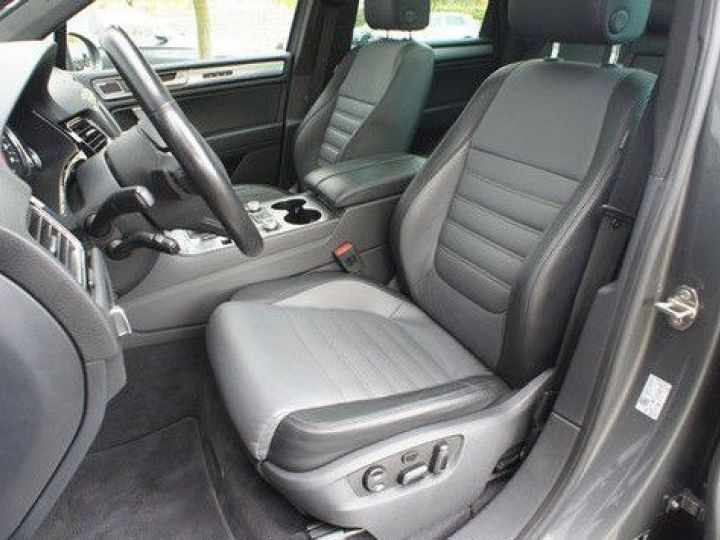 Volkswagen Touareg 3.0 V6 TDI 262CH BLUEMOTION TECHNOLOGY CARAT EDITION 4XMOTION TIPTRONIC GRIS Occasion - 7
