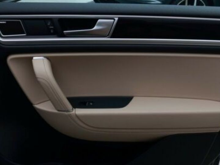 Volkswagen Touareg 3.0 V6 TDI 262CH BLUEMOTION TECHNOLOGY CARAT EXCLUSIVE 4XMOTION TIPTRONIC NOIR Occasion - 8