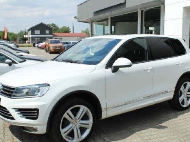 Volkswagen Touareg 3.0 V6 TDI 262CH BLUEMOTION TECHNOLOGY R-LINE 4MOTION TIPTRONIC BLANC Occasion - 1