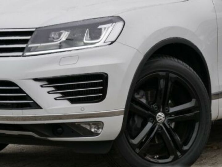 Volkswagen Touareg 3.0 V6 TDI 262CH BLUEMOTION TECHNOLOGY R-LINE 4MOTION TIPTRONIC BLANC Occasion - 5
