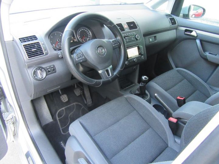 Volkswagen Touran 1.6 TDI 105CH BLUEMOTION TECHNOLOGY FAP CONFORTLINE BUSINESS GRIS CLAIR Occasion - 2