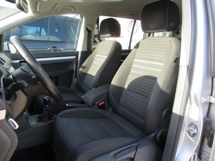 Volkswagen Touran 1.6 TDI 105CH BLUEMOTION TECHNOLOGY FAP CUP GRIS CLAIR Occasion - 2