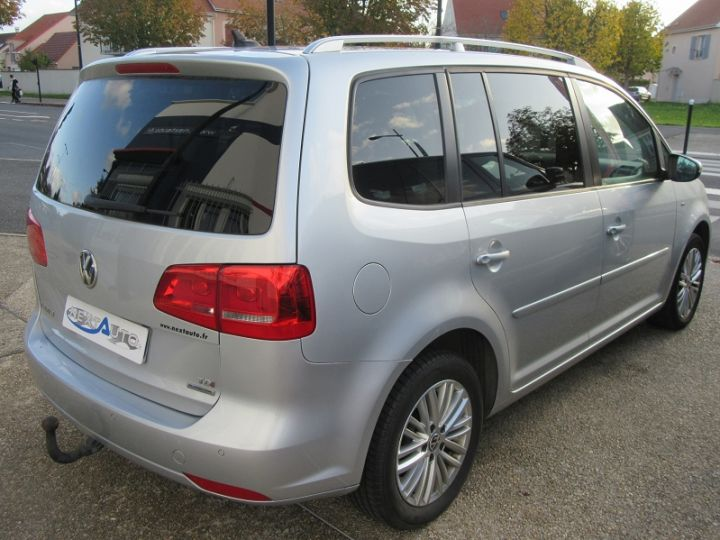 Volkswagen Touran 1.6 TDI 105CH BLUEMOTION TECHNOLOGY FAP CUP GRIS CLAIR Occasion - 11