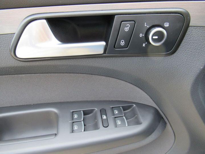 Volkswagen Touran 1.6 TDI 105CH FAP CONFORTLINE Beige Metallise - 15