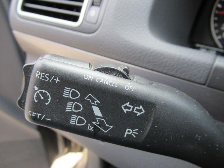 Volkswagen Touran 1.6 TDI 105CH FAP CONFORTLINE Beige Metallise - 16