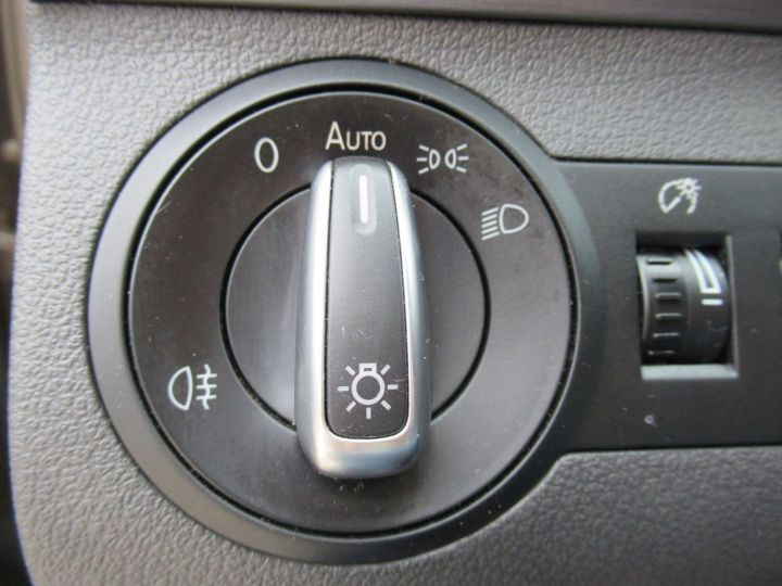 Volkswagen Touran 1.6 TDI 105CH FAP CONFORTLINE Beige Metallise - 17