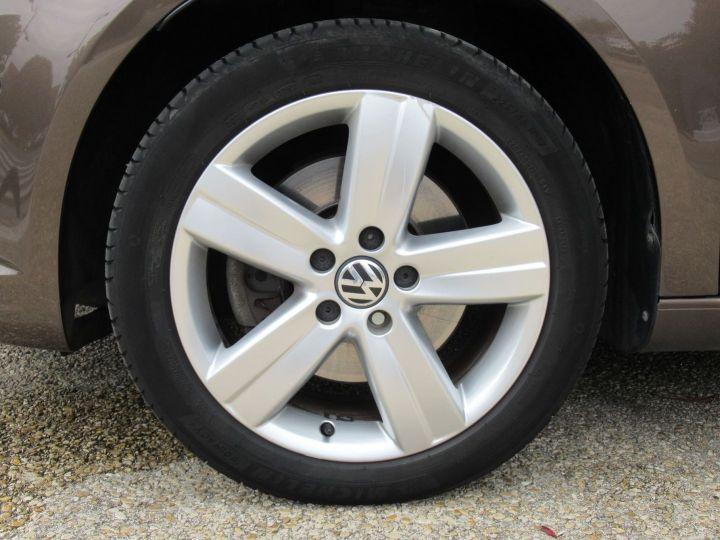 Volkswagen Touran 2.0 TDI 140CH FAP CARAT Marron - 16