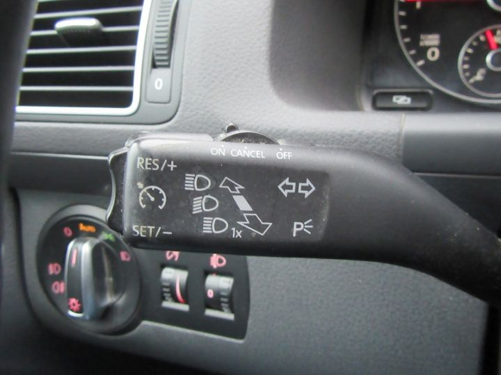 Volkswagen Touran 2.0 TDI 140CH FAP CONFORTLINE Blanc Occasion - 18