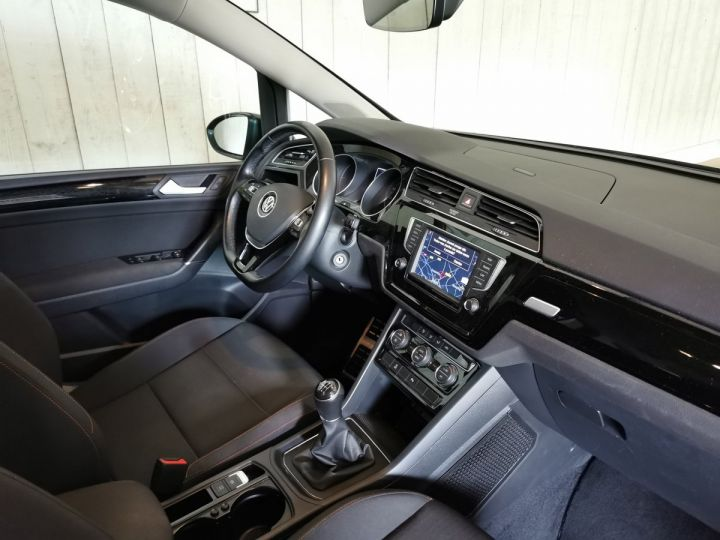 Volkswagen Touran 2.0 TDI 150 CV SOUND 7PL Gris - 6