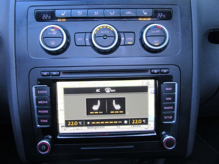 Volkswagen Touran 2.0 TDI 177CH FAP CARAT DSG6 NOIR Occasion - 19
