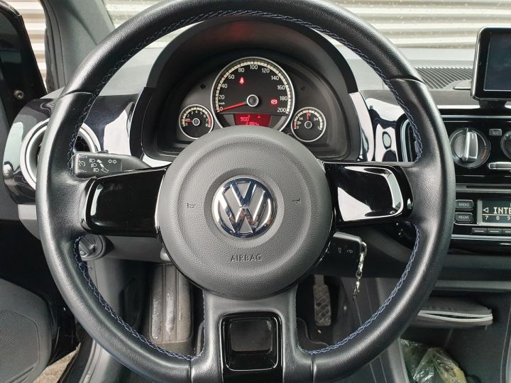 Volkswagen Up 1.0 60 club 5 portes 21 848kms Noir Occasion - 10