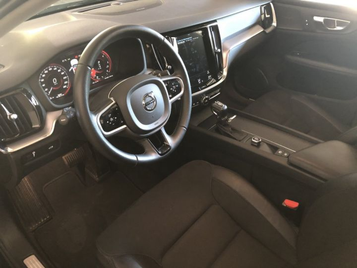 Volvo V60 D4 190 CV MOMENTUM BVA Noir - 5