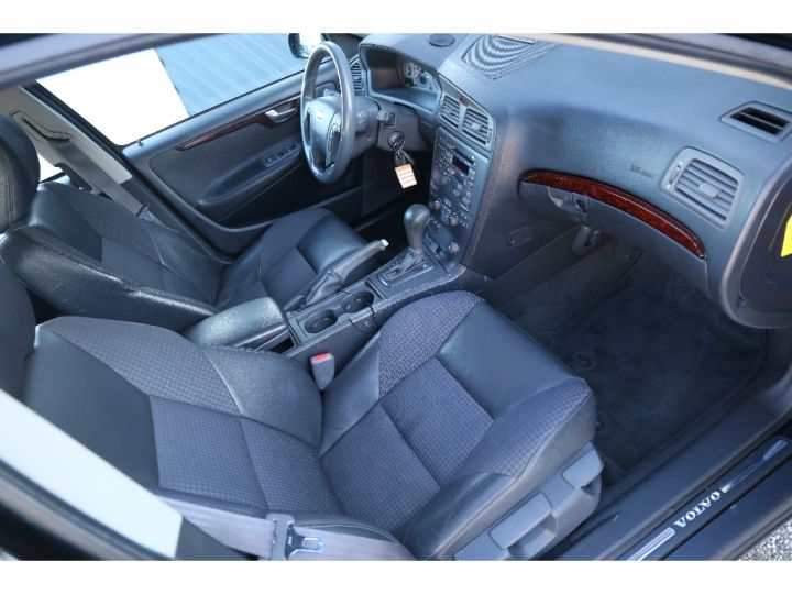 Volvo V70 2.4 T AWD 4 roues Motrices Noir - 10