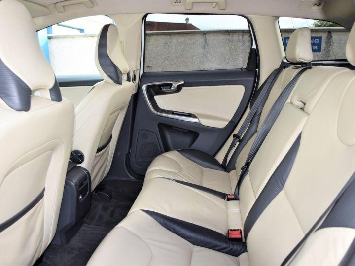 Volvo XC60 2.4 D / D3 / D4 AWD 163cv R-DESIGN BLANC - 6