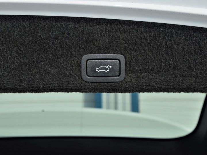 Volvo XC60 2.4 D / D3 / D4 AWD 163cv R-DESIGN BLANC - 9