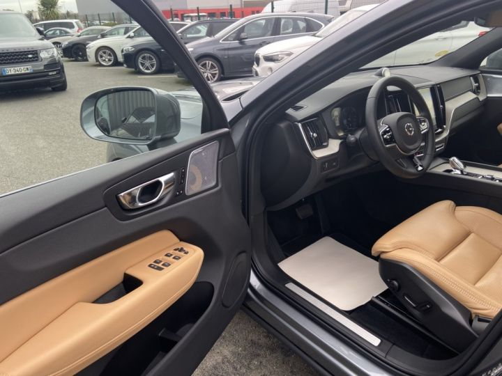 Volvo XC60 B5 AWD 235ch INSCRIPTION LUXE GEARTRONIC 8 GRIS FONCE - 8