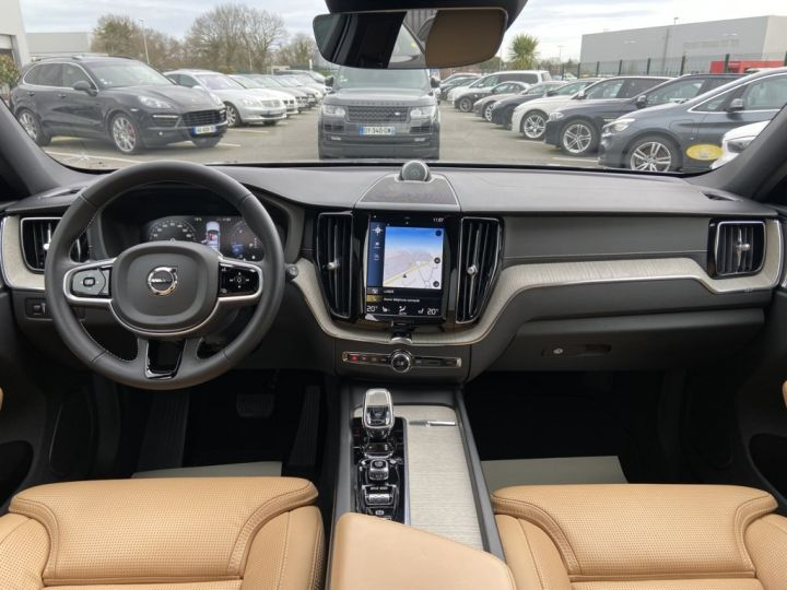 Volvo XC60 B5 AWD 235ch INSCRIPTION LUXE GEARTRONIC 8 GRIS FONCE - 10