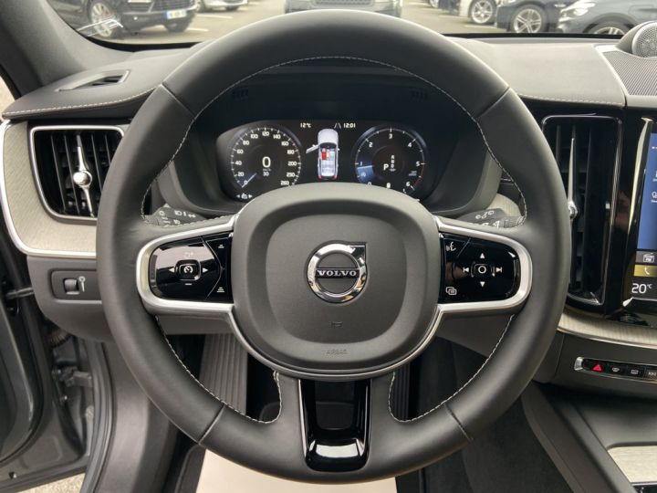 Volvo XC60 B5 AWD 235ch INSCRIPTION LUXE GEARTRONIC 8 GRIS FONCE - 23