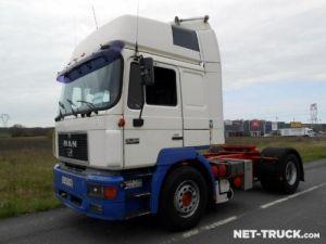 Camión tractor Man F2000 Occasion