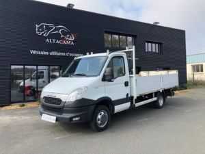 Chassis + carrosserie Iveco Daily Plateau PLATEAU LONG ROUES JUMELEES HAYON Occasion