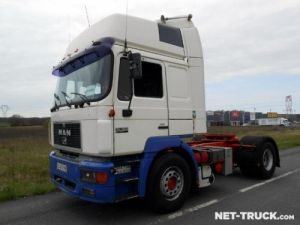 Tractor truck Man F2000 Occasion